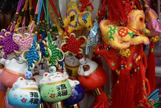 Pagoda Street Singapore souvenirs