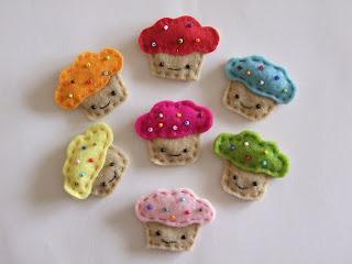 vidám muffin hűtőmágnes