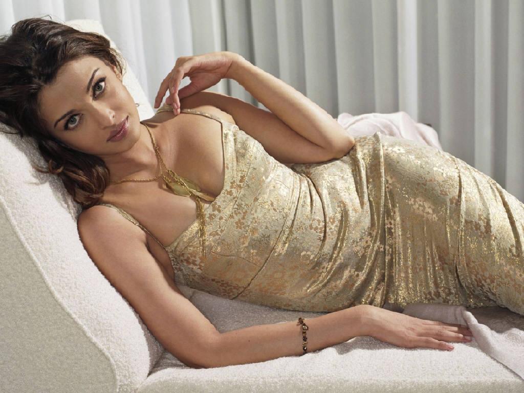aishwarya rai sexy boob cleavage 06