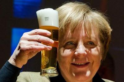 """Α.Μέρκελ για ... δέσιμο: """"Πρέπει να τιμωρηθεί η Ελλάδα με ύφεση για να εξαγνιστεί""""!"""