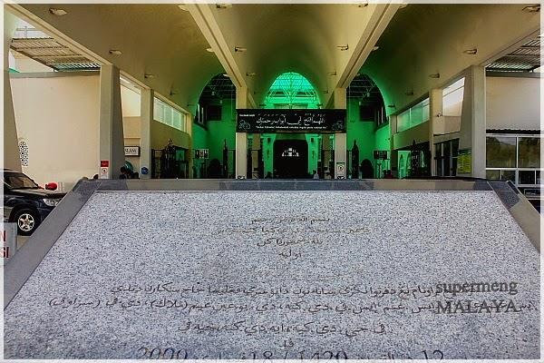 Masjid ini di rasmikan pada 18 Februari 2000 oleh Tun Sakaran Dandai