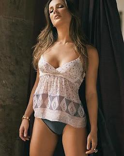 Claudia Leite pelada