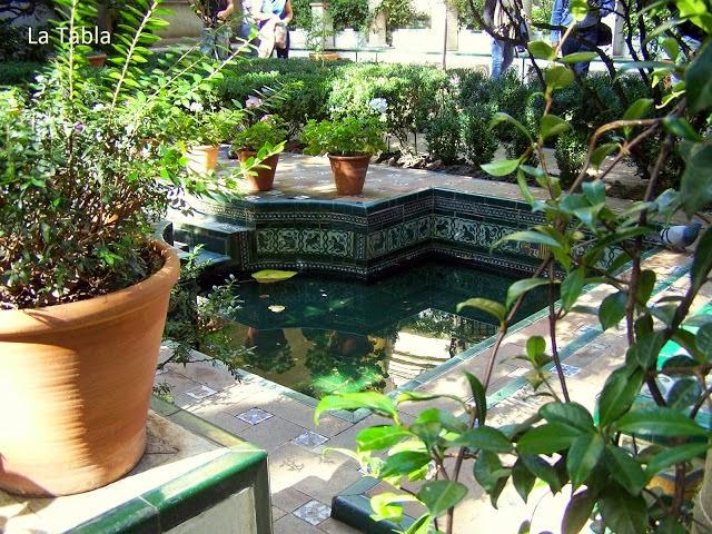 Jard n de sorolla luz y agua con cer mica trianera for Los jardines de arbesu