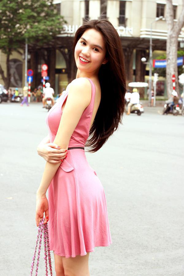 ảnh đẹp Ngọc trinh với đầm hồng vô cùng sexy 6