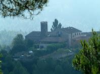 El nucli de Gaià amb l'església de Santa Maria, la Rectoria i l'ajuntament, vistos des de la banda sud de la capella