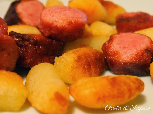 gnocchi di patate e wurstel fritti