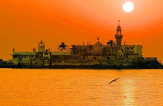 Haji Ali Dargah. L