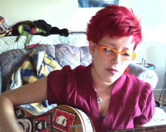 Couleur de cheveux rouge sur cheveux court
