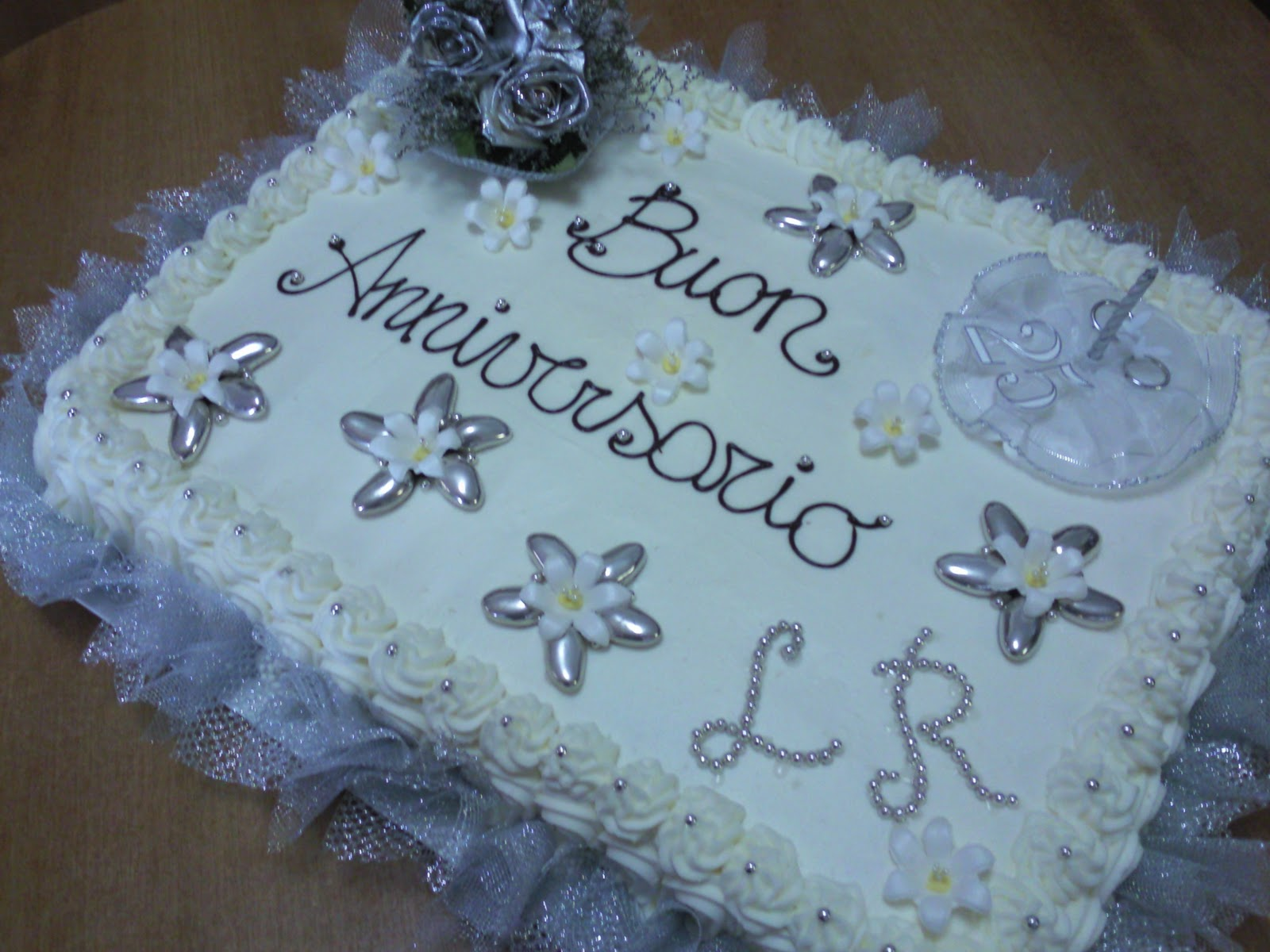 L 39 angolo dolce di federica torta per 25 anniversario di for Auguri per 25 anniversario di matrimonio