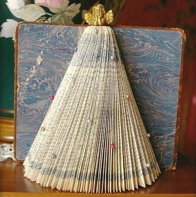 Id es de recyclage avec de vieux livres arda d co - Comment faire un sapin de noel avec un livre ...
