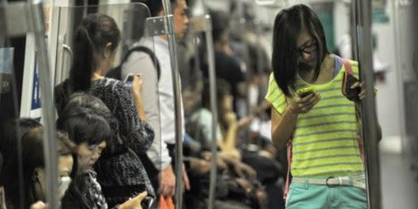 Tips Hindari Stres Akibat Ponsel