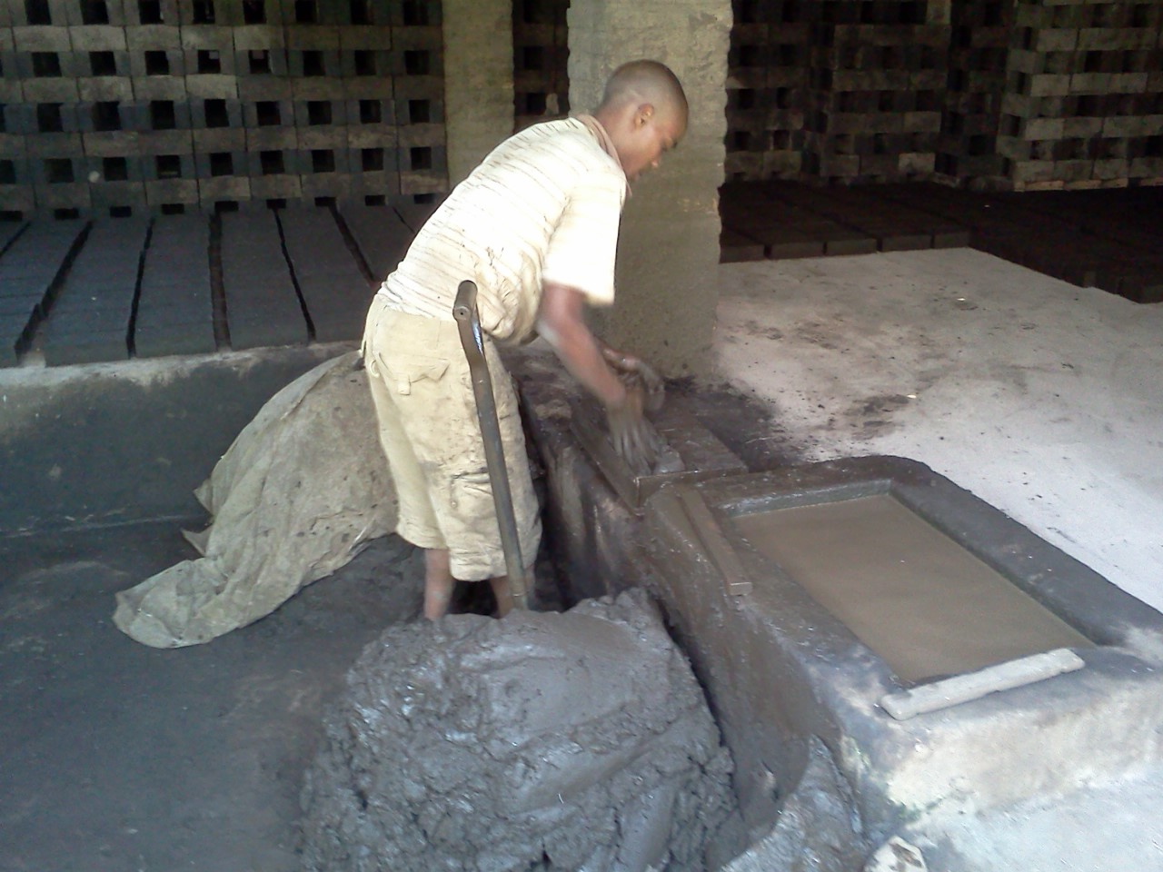 Concrete Mix In Clay : Alternative building construction in tanzania making
