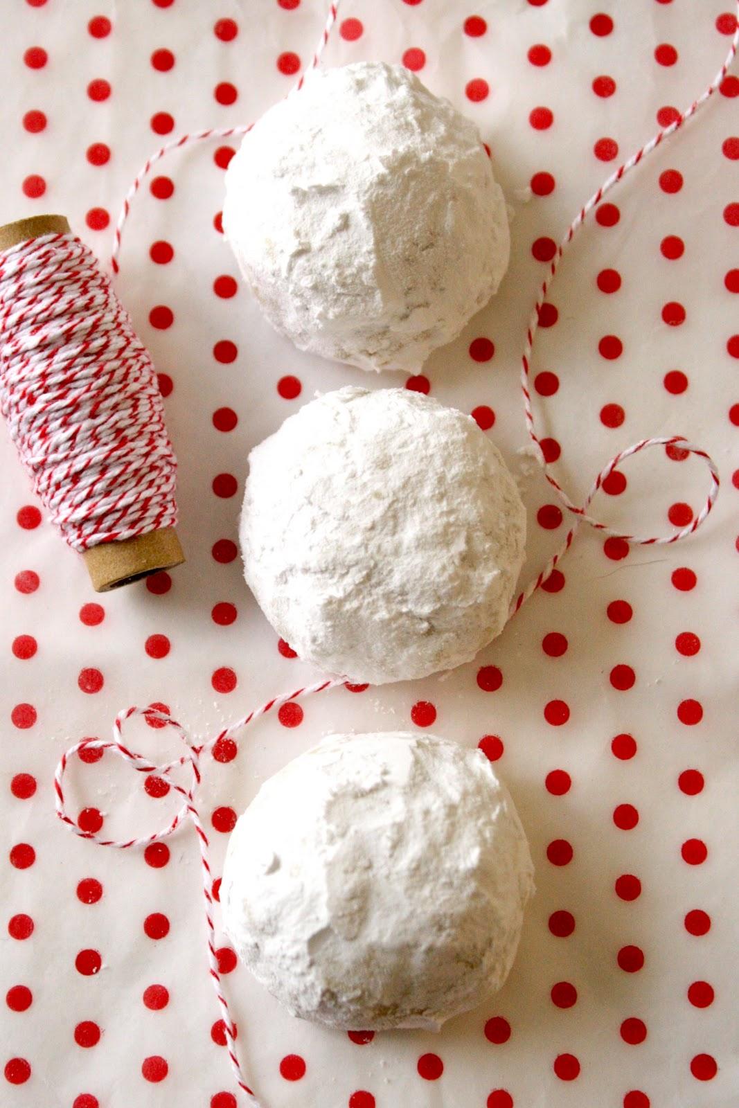 CosmoCookie: Snowball Cookies
