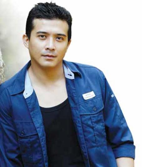 yah pemeran utama dalam film kl gangster adalah aaron aziz dalam film ...