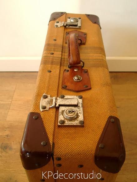 Decorar con maletas antiguas. Regalos para navidad. Ragalar maletas para decoración