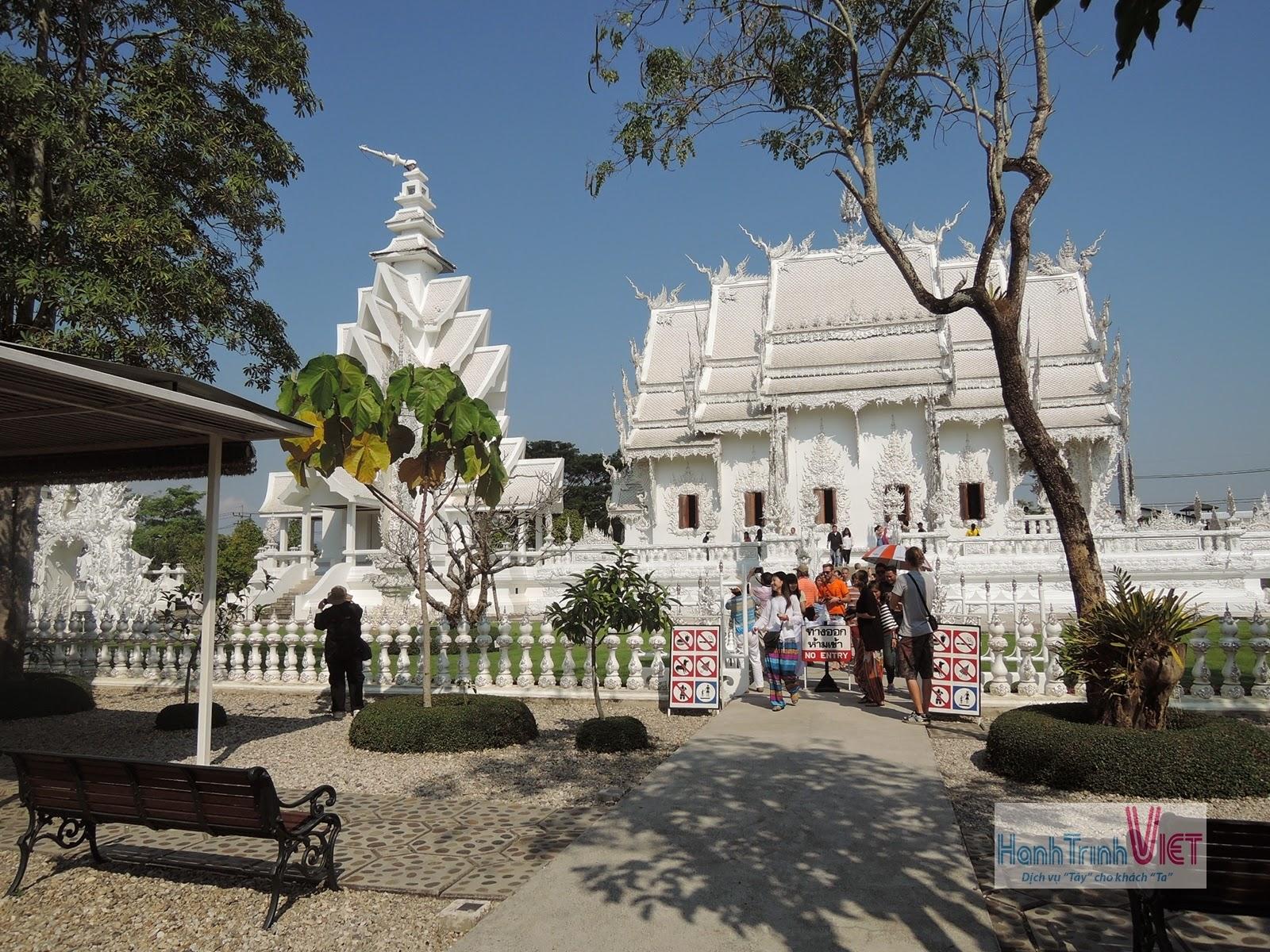 Tham quan chùa bạc Wat Rong Khun ở Chiêng Rai
