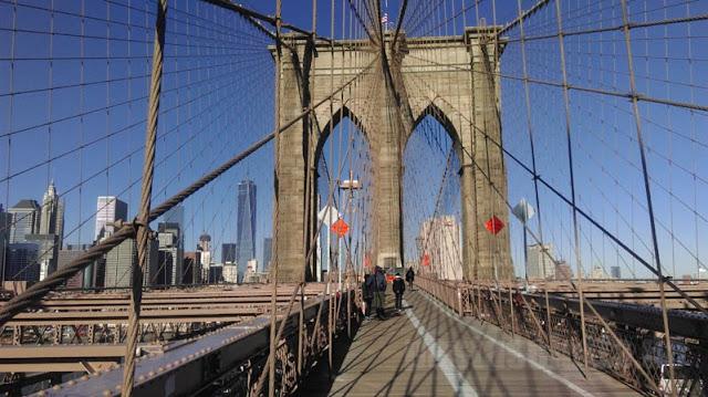 Zu Fuß nach Manhattan über die Brooklyn Bridge   pastasciutta.de