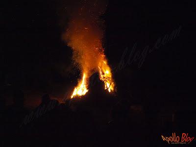 Foc de tabara noaptea