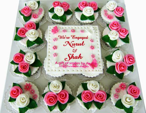 Engagement Cupcake