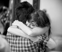 No pido más que estar entre tus brazos y huir de todo mal