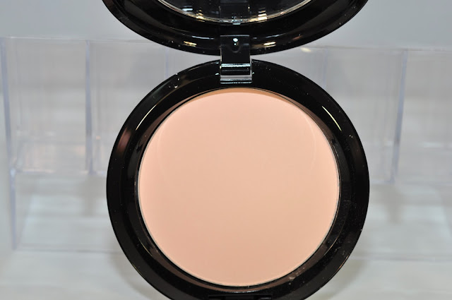 MAC Maleficent Beauty Powder in Natural