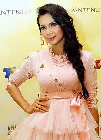 Gambar Rozita Che Wan Jadi Pengacara Anugerah Skrin 2011