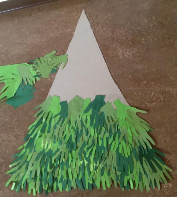 Klassenkunst tannenbaum aus h nden for Bastelanleitung baum aus papier