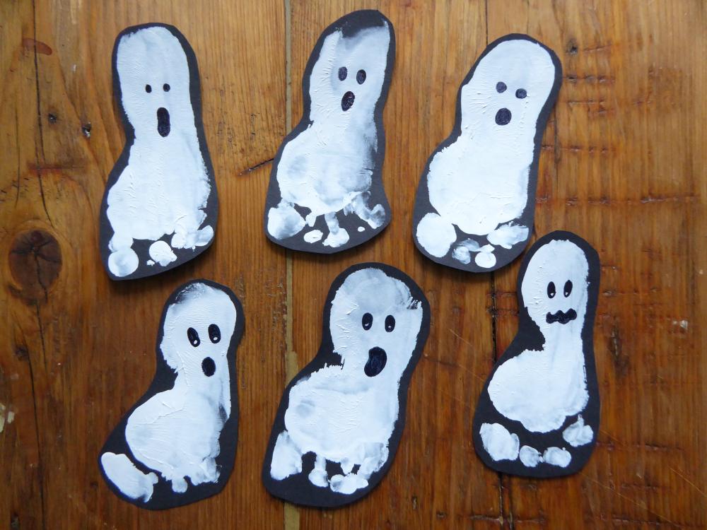 DIY: Halloween Baby Footprint Ghosts