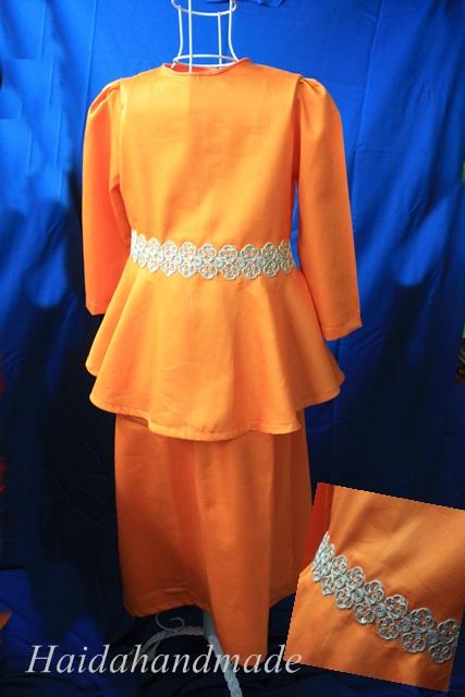 kalau nak tempah, boleh pilih kain di page facebook saya ye