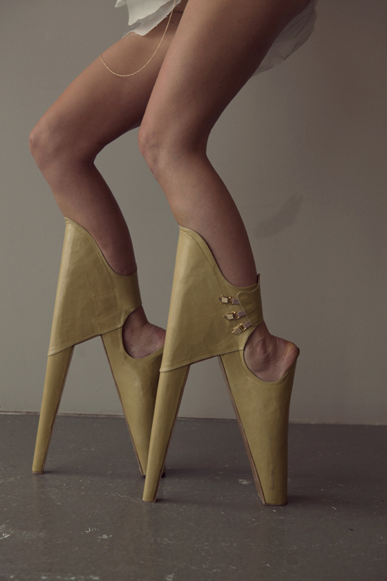 Scary Beautiful, chaussures design talons vertigineux