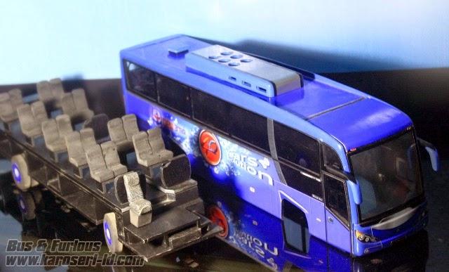 Miniatur bus Evonext GT docking