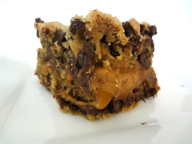 Blog as you Bake: Salted Caramel Chocolate Chip Cookie Bars