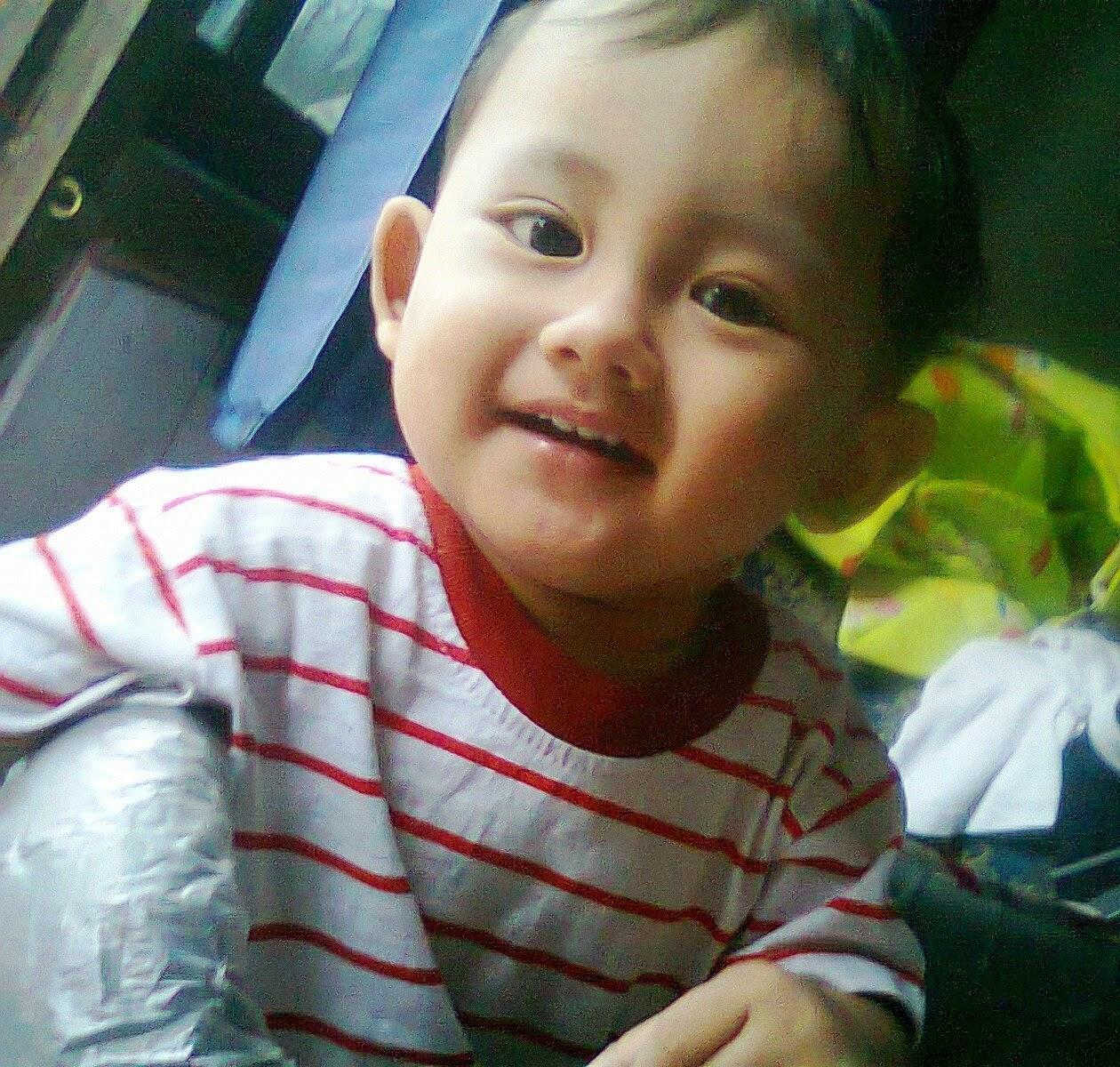 foto gambar bayi ceria