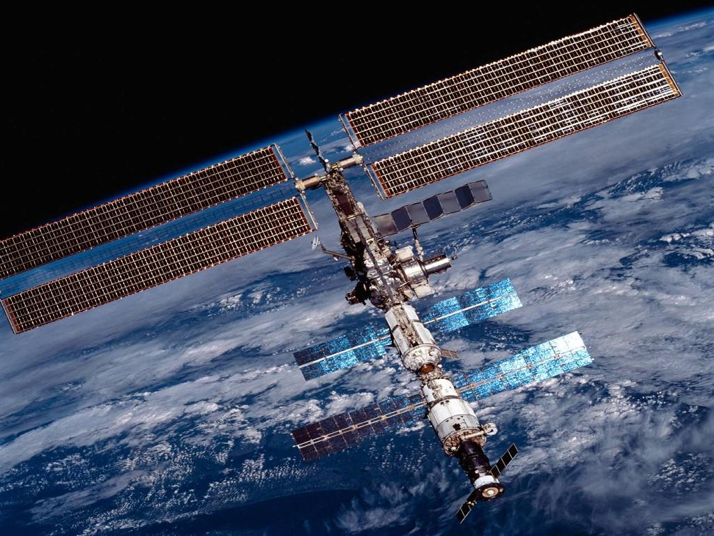 http://2.bp.blogspot.com/-Qe1gY9ePu9s/TzQjmRLczAI/AAAAAAAAHcM/BTsIDgmA9G4/s1600/NASA_-_International_Space_Station.jpg