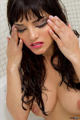 Sunny Leone Pics In Bathroom After Raped