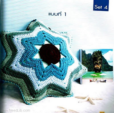 Almofada azul em croche