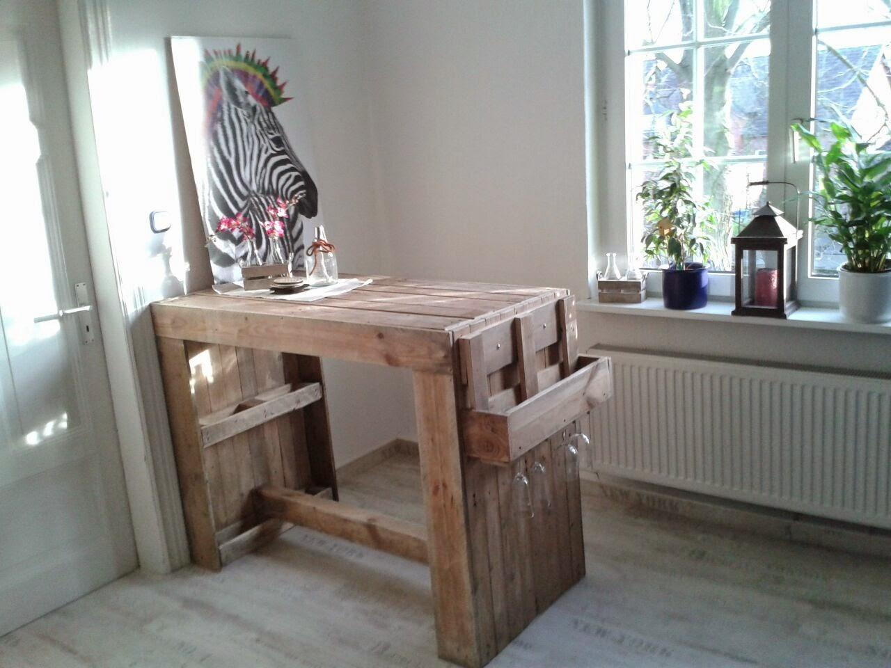 Sie Ist Sonst Eher Modern Eingerichtet Und Ich Finde, Dieser Tisch Aus  Alten Paletten Ist Ein Wundervoller Stilbruch, ...