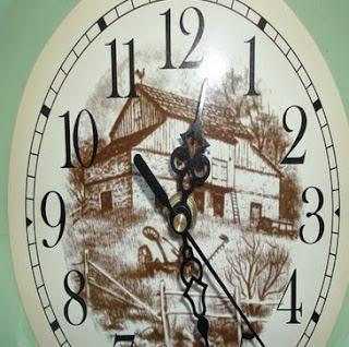 http://manualidadesdehogar.com/reloj-hecho-con-plato/