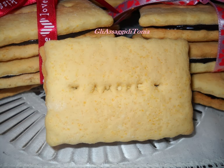 biscotti tipo oro saiwa farciti