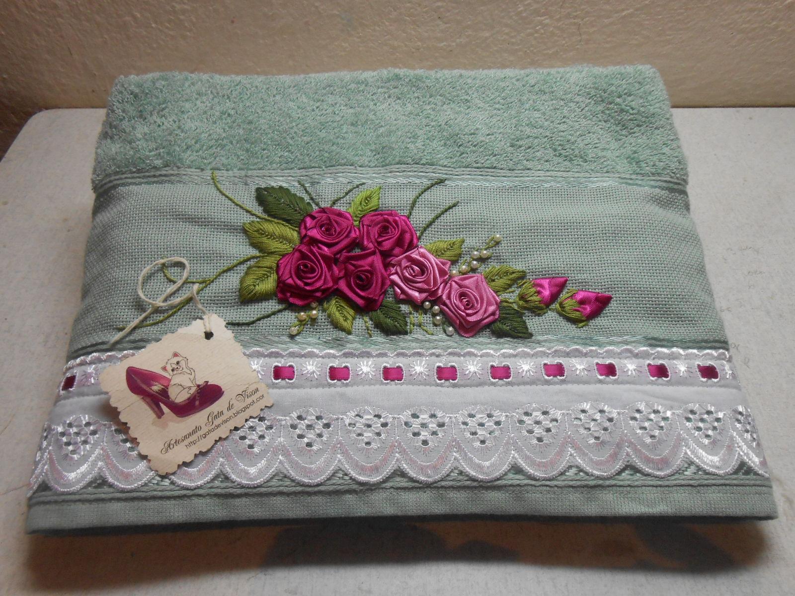 Artesanato Gata de Vison: jogo de toalha de banho bordadas em fita #953660 1600x1200 Balança De Banheiro No Ponto Frio