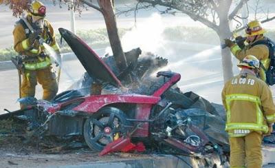 Foto Kecelakaan Mobil Paul Walker