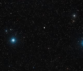 Изображение неба и звезд вокруг  спиральной галактики NGC 1637