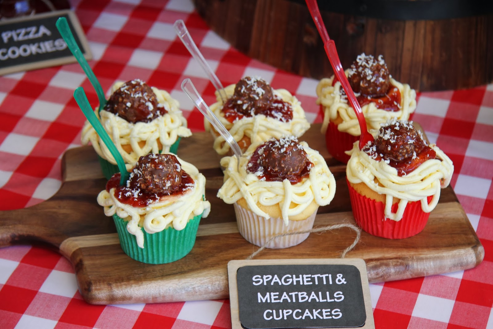 Leonie 39 s cakes and parties italian party for Italian party