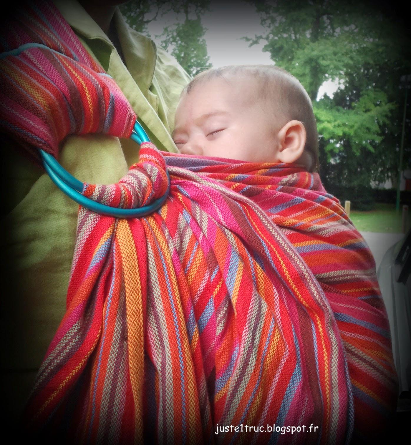 maternage maternante portage porter bébé ringsling sling écharpe anneaux attachement besoins éducation enfant