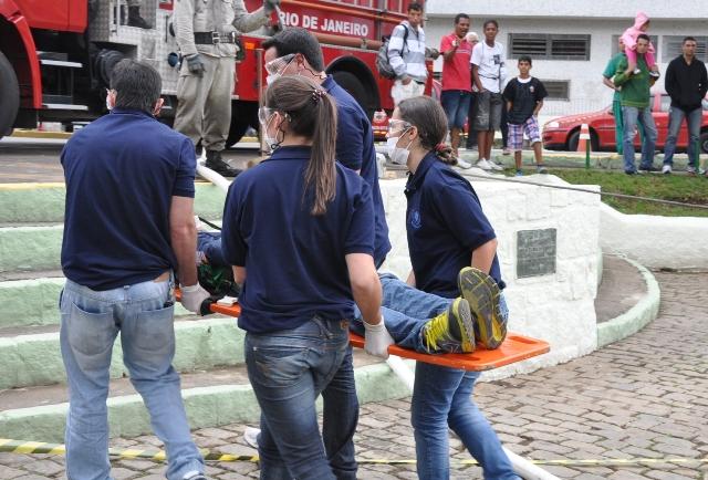 Estudantes do UNIFESO participam de simulação na Praça Olímpica