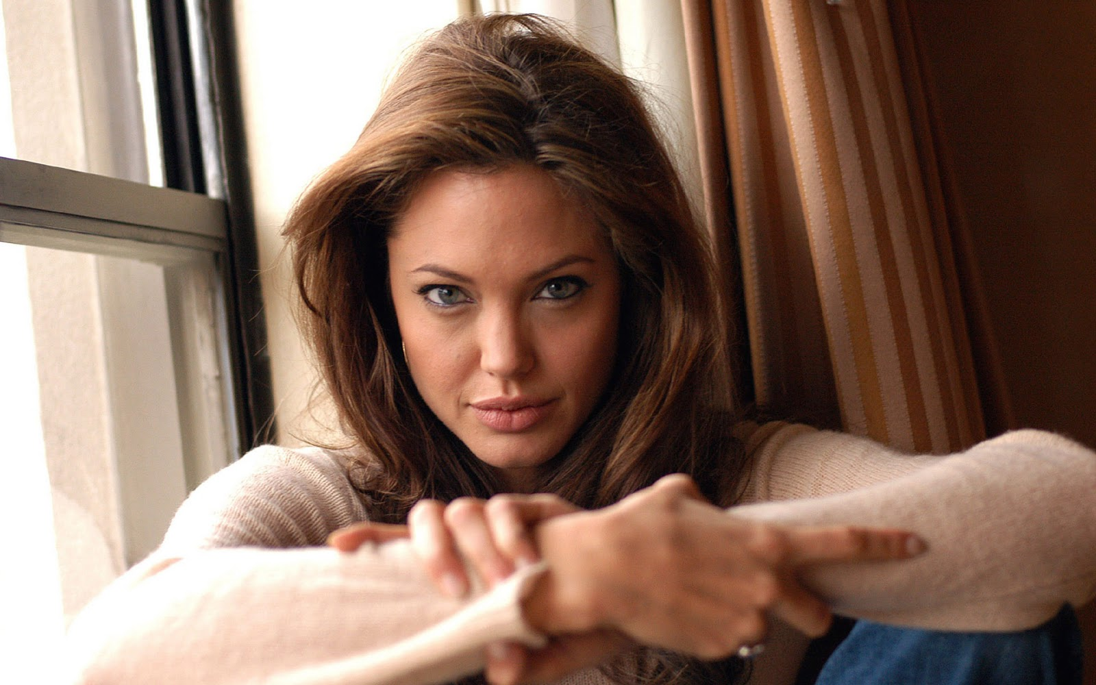 related pictures angelina jolie - photo #40