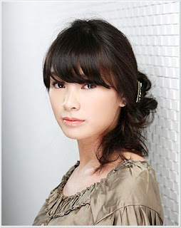 Gaya Wanita Korea Membuat Rambut Kuncir Samping