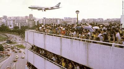 بالصور ... أخطر مطار على وجه الأرض !!!