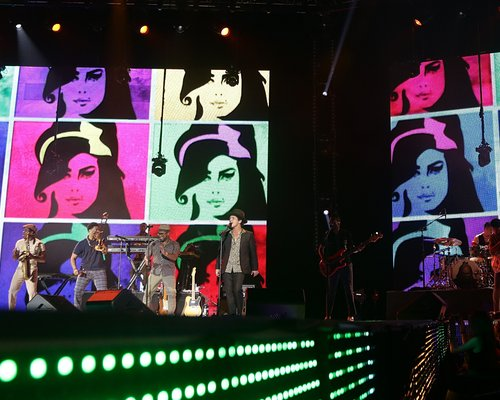 Galería >> Fotos de apariciones, conciertos y photoshoots Bruno-mars-at-the-jingle-bell-ball-20126-1355007538-custom-0