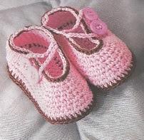 sapatinho+de+croche++para+bebe+com+dois+botoes+graficos+e+receitas+passo+a+passo